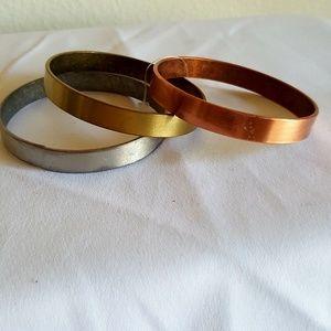 Set of 3 metal bangle bracelets3 tone rustic